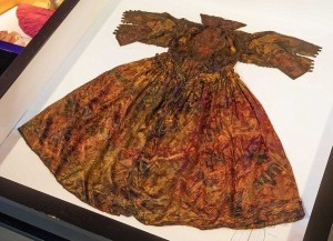 dámské šaty z družiny Karla I. Stuarta