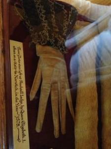 rukavička Alžběty I.