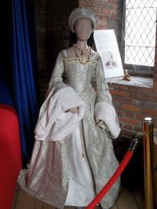 šaty Kateřiny Howardové